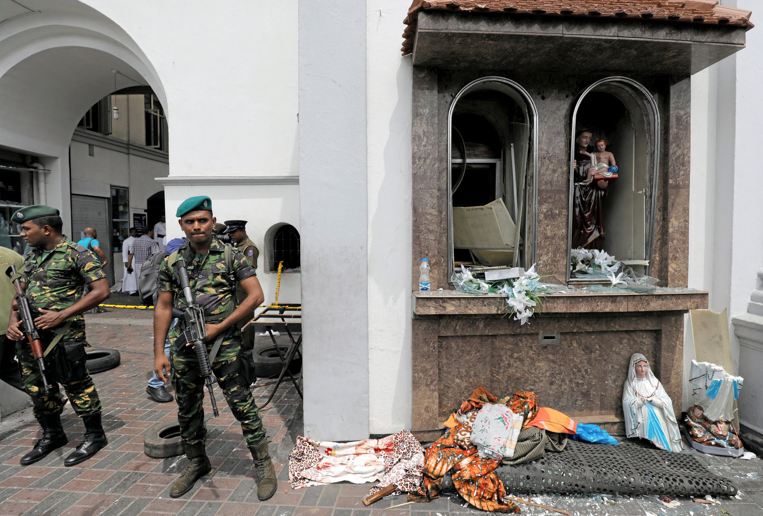 Sri Lankan military officials stand guard at St. Anthony's Shrine in Colombo, Sri Lanka, April 21, 2019. Sri Lankan officials reported 290 confirmed deaths from eight blasts at churches and hotels in three cities in apparently coordinated Easter attacks.