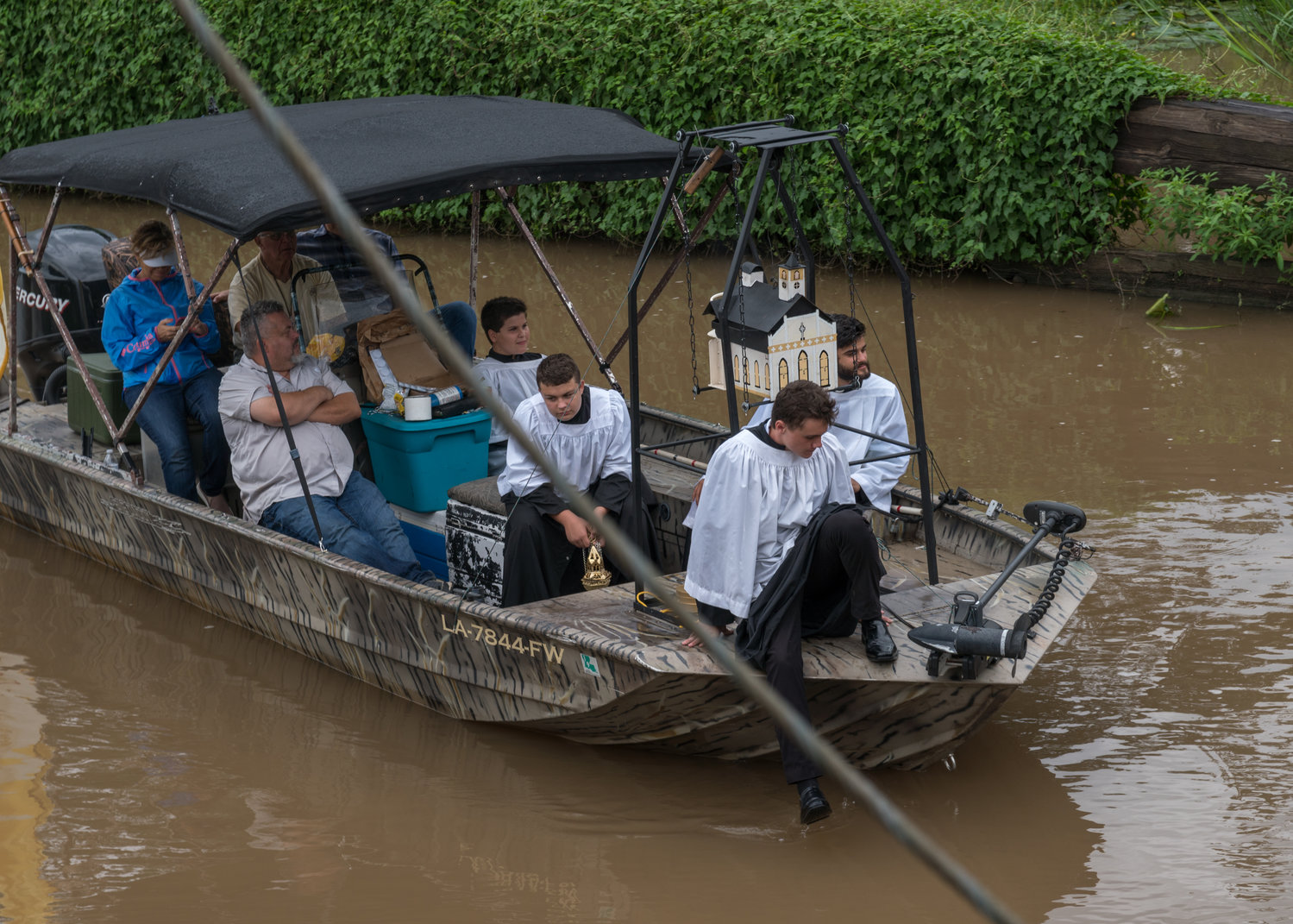 A boat containing incense arrives in St. Martinville, La., during the Aug. 15, 2017, Fete-Dieu du Teche procession. The Lafayette Diocese will hold its annual 38-mile eucharistic boat procession Aug. 15, 2019, celebrating the feast of the Assumption and 254th anniversary of arrival of French-Canadian immigrants who brought the Catholic faith to Acadiana.