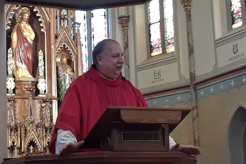 Monsignor Robert A. Kurwicki, chaplain of the Missouri House of Representatives, preaches the homily during the Red Mass, organized by the Mid-Missouri Catholic Lawyers Guild, at the beginning of the current state legislative and judicial sessions.