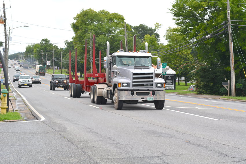 Georgia Department of Transportation work crews will begin this month paving portions of the battered outer lanes of U.S. 411 in downtown Chatsworth.