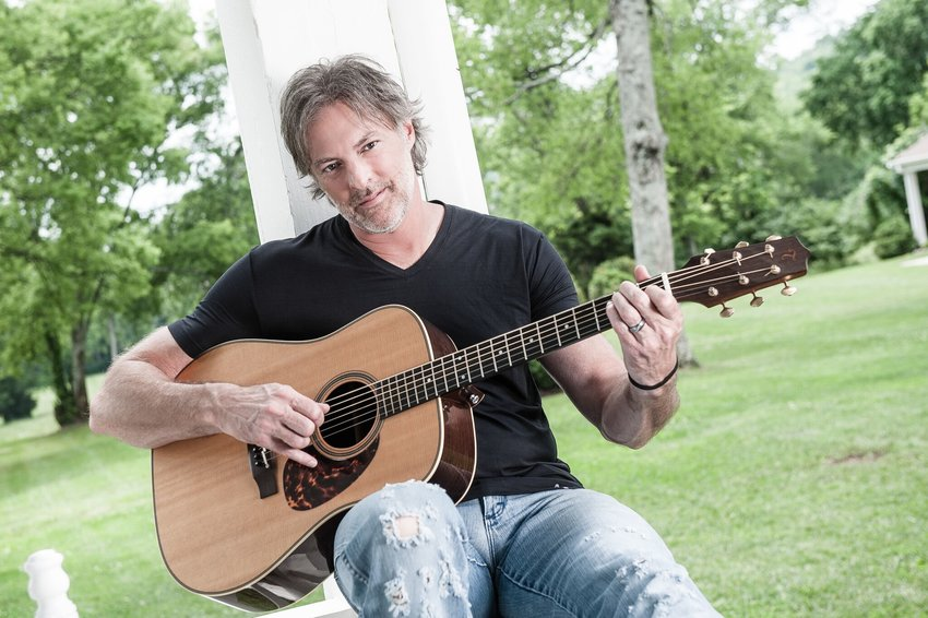 Darryl Worley will perform in The Grand Theatre's 2018-2019 Century Bank Entertainment Series April 13.