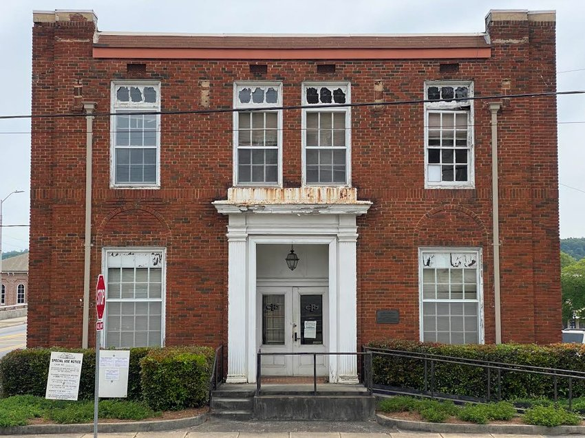 Cartersville Planning Commission members voted 5-1 Tuesday to recommend approval of a special use permit request to bring a microbrewery to 19 North Erwin St.