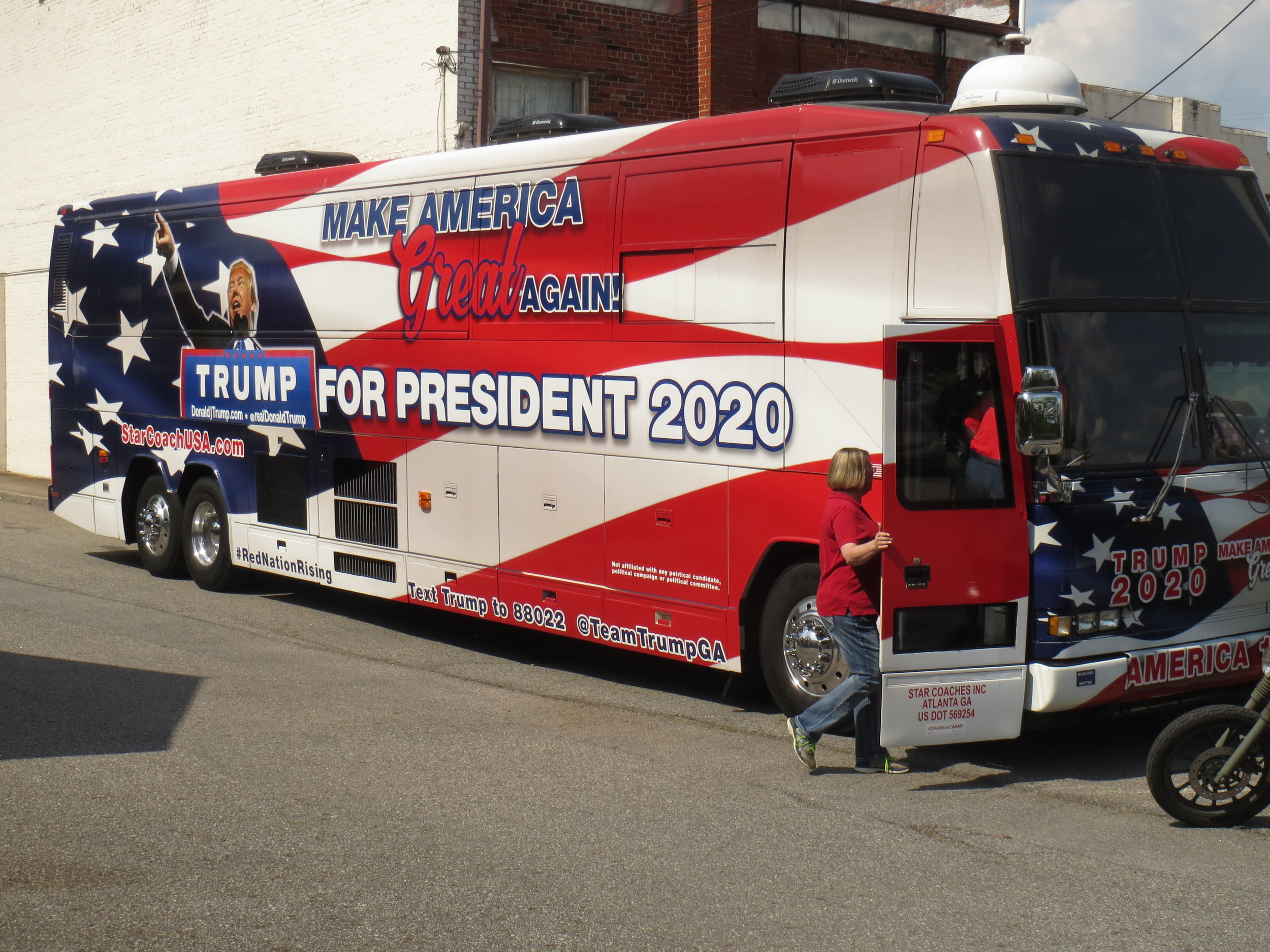 THE ART OF THE WHEEL: Famed 'Trump Bus' rolls into Cartersville | The Daily  Tribune News