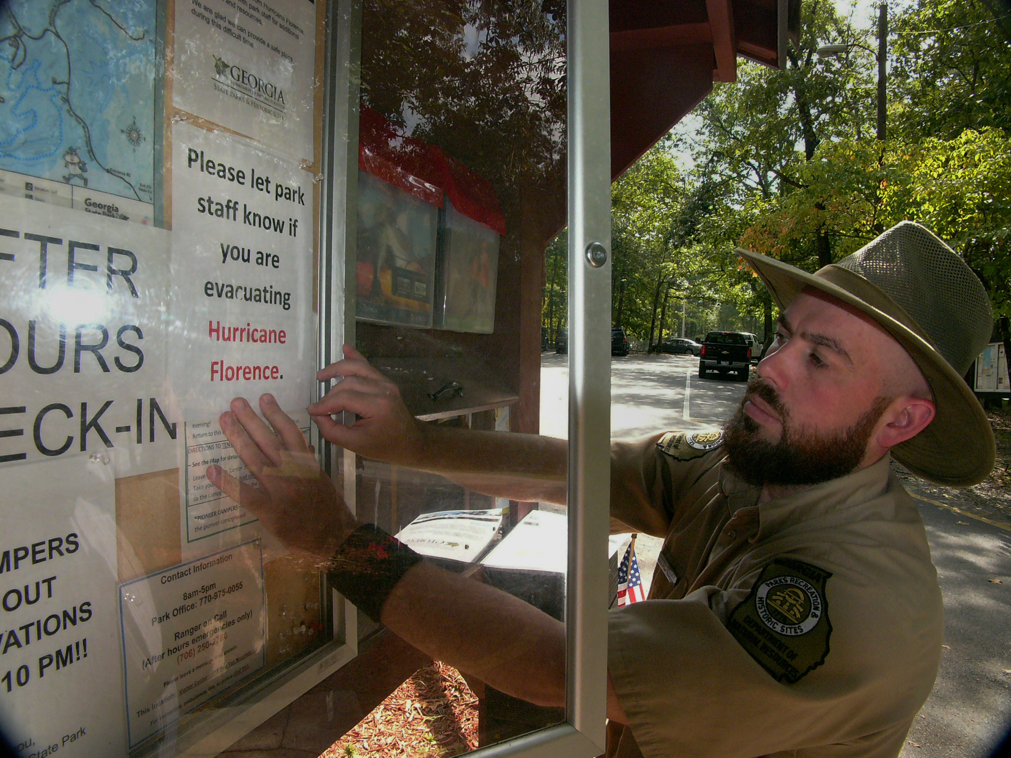 Shawn Kelley, assistant director of Red Top Mountain State Park, attaches a sign directing hurricane evacuees to check in at the visitor station.