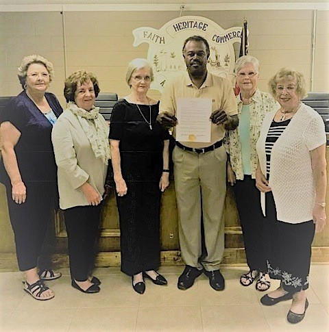 Members of the Kingston Woman's History Club, Pat Strickland, Phyllis Casey, Ann Jones,  Louise Howell and Myrna Policastro accepted the proclamation from Mayor Chuck Wise.