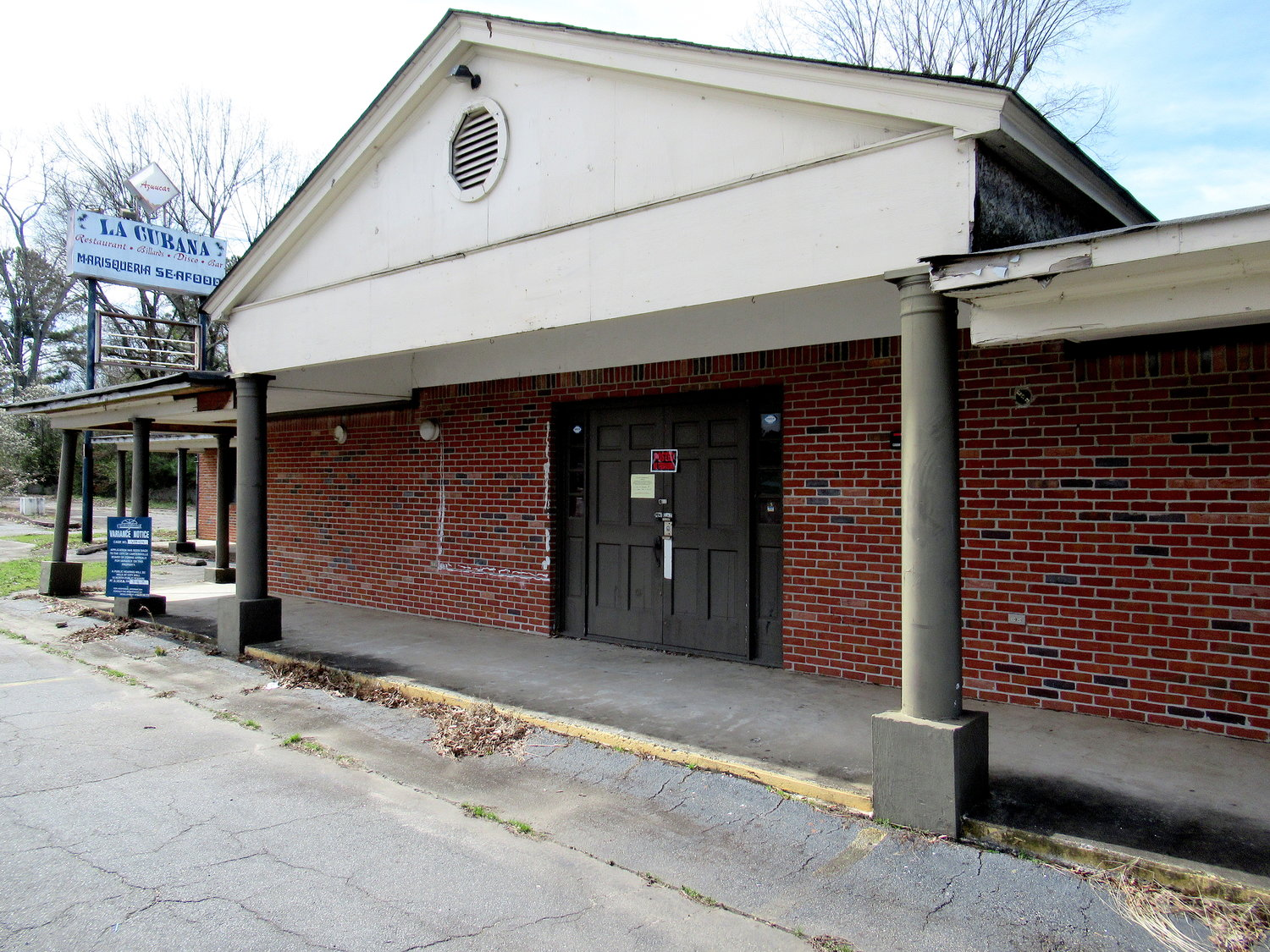 An applicant has expressed interest in constructing a new office building where a longstanding — and long vacant — restaurant space has sat unoccupied off Tennessee Street for several years.