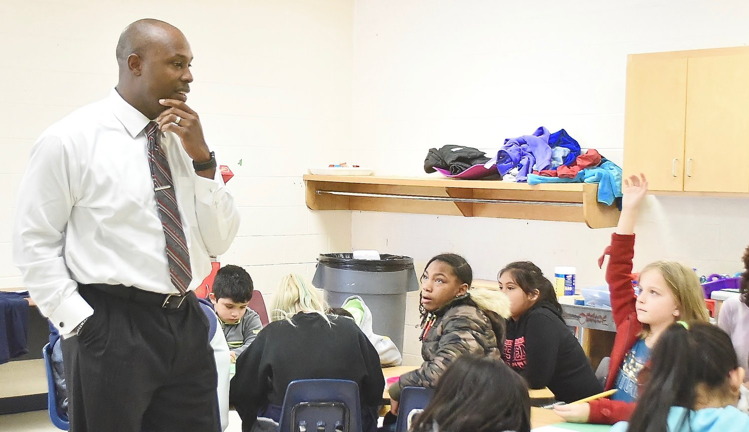 "Former Chicago Cubs outfielder C.J. Stewart is helping fourth- and fifth-graders at Allatoona Elementary School learn the 10 rules from ""The Energy Bus."""