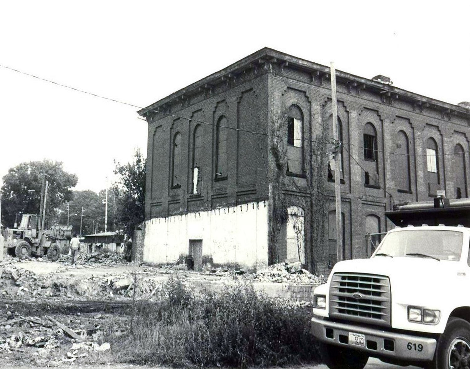 Around 1990, an addition to the 1869 Courthouse was demolished.