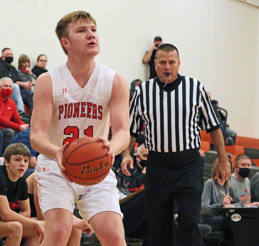 Pioneers junior Zane Schwarz squares up for a shot Saturday at Fort Calhoun High School.