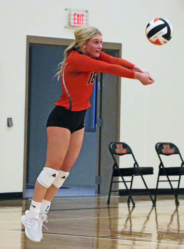 Pioneers senior Ellie Lienemann makes a play on the ball in the back row Thursday at Fort Calhoun High School.