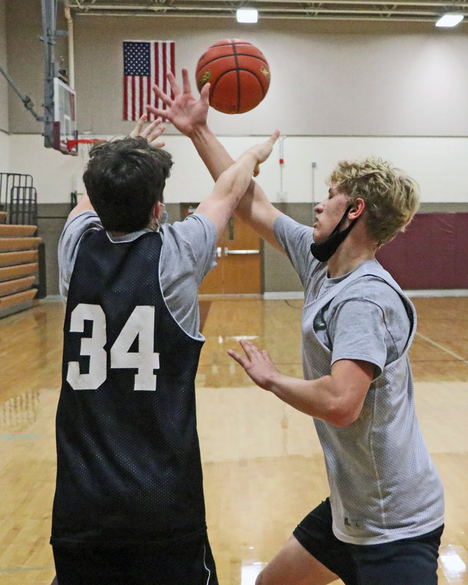 Weston Wollberg, right, just misses tipping a pass by Braden Monke on Tuesday during boys basketball practice at Arlington HighSchool.