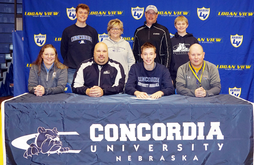Congratulations to Jake Hagerbaumer who will be attending Concordia University next year and has signed his letter of intent to play golf for the Bulldogs.  Concordia Coaches, Kaitlyn Howe and Brett Muller attended the signing ceremony along with Logan View Head Golf Coach Bo Krivohlavek and Jake's family.