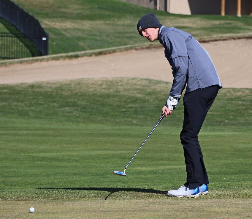 Arlington golfer Jayden Thompson putts Wednesday at Stone Creek Golf Course.