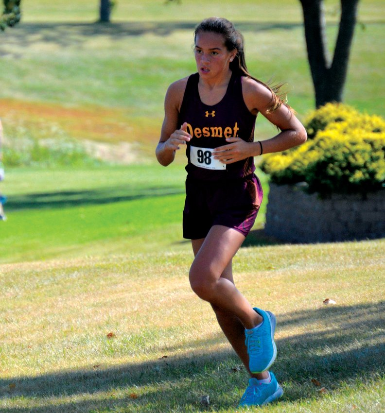 De Smet's Mirra Beck runs hard Sept. 1 at Salem.