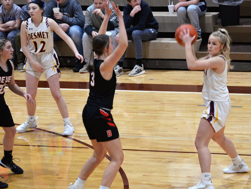 De Smet's Emma Albrecht looks for a pass Monday in a home game against the Deuel Lady Cardinals.
