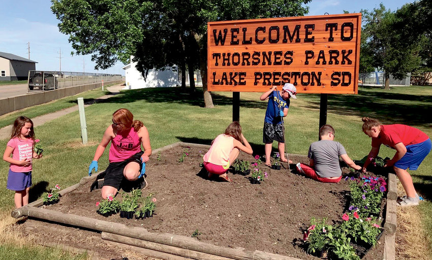 The Busy Blue Bells 4-H Club was engaged in making the entrance to Thorsnes Park a little prettier last week with some fresh flowers. It showcases the sign that has been refurbished by Brian Zeeck and Doug Bumann. Helping were Bentlee Holt, left, Ryker Eschenbaum, Owen Paul, Everly Paul, Khloe Olson and Hadlee Holt.