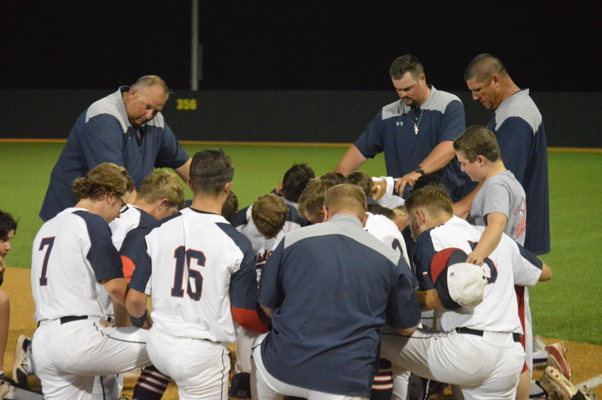 The Madisonville baseball players and coaches come together following their 2-0 loss to Robinson in Cameron last Wednesday to conclude their season.