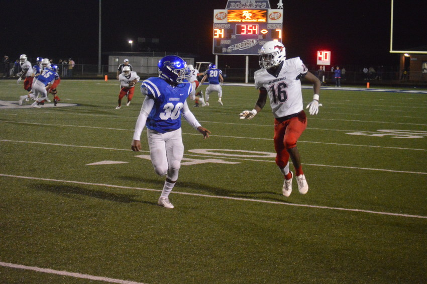 Madisonville wide receiver Keyon Johnson recorded a 13-yard touchdown reception in the third quarter of Friday's 34-21 loss in Robinson.