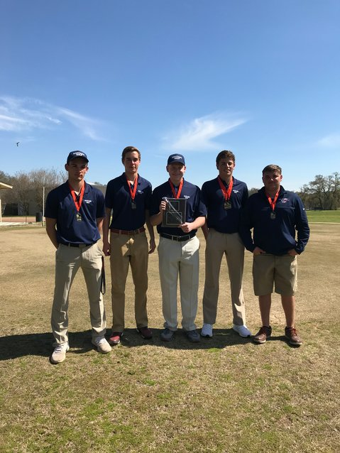 The Madisonville Mustangs golf team poses together after finishing the Teague Tournament victorious with a combined score of 325.