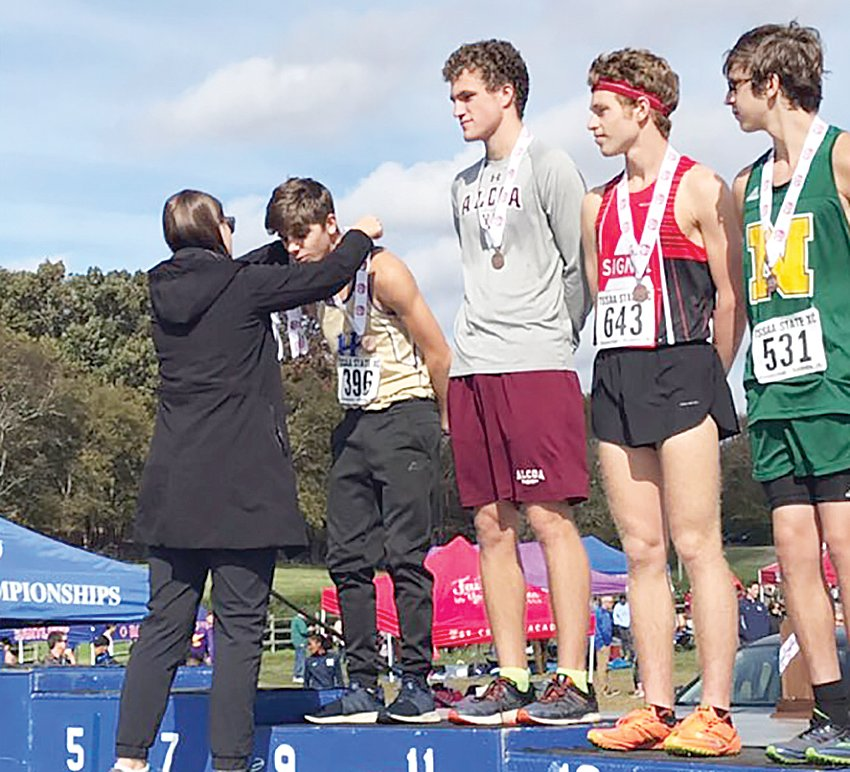 The Huntingdon Boys Cross Country Team competed in the Division 1 small school division state meet on Saturday, November 3 at Percy Warner Park in Nashville. Zack Williams placed ninth overall.