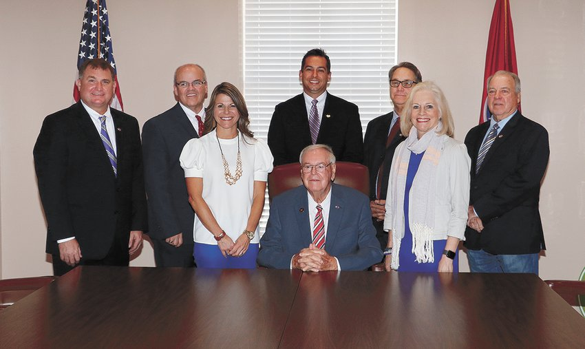 November 2018- Mayor Dale Kelley, seated, with councilmen John Sanders, Tim Tucker, Kelly Barnett Eubanks, Andrew Maddox, Carl Byars, Nina Smothers, and Charles Hodges. The Banner/photo by Joel Washburn, publisher.