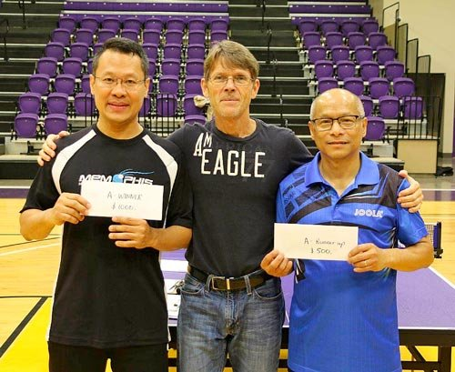 Division A winner Liedy Handoko (left) and runner-up Spencer Lam (right) with tournament organizer Chris Edlin.