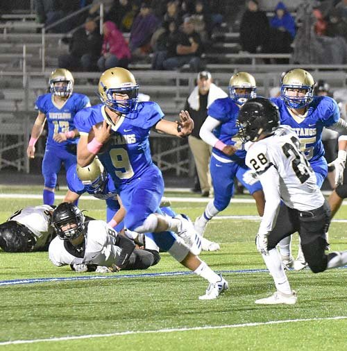 Mustang quarterback Hunter Ensley evades a Wildcat defender for a 24-yard touchdown.