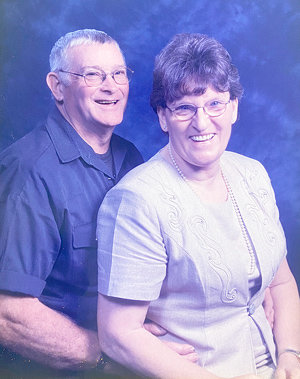 Tommy Wray Gunter and Patricia Ann Gunter were married June 24, 1995 by Robert White. Together they have four children.