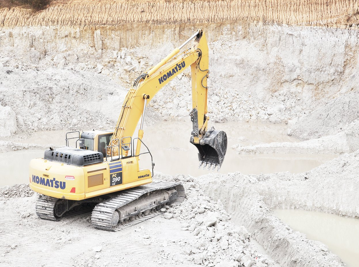 A Komatsu 390 Excavator works to mine large portions of clay. The clay then goes to the processing plant to be separated and shipped to the manufacturers.