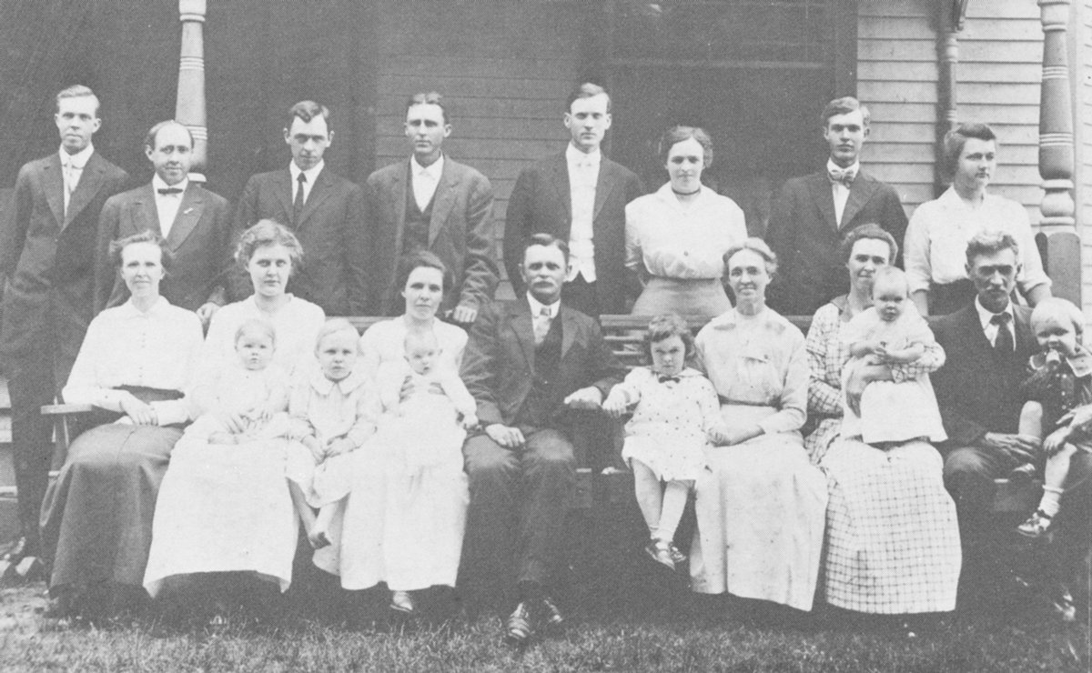 Dinwiddie family gathering. The descendants are of James Dinwiddie; Front Row (L to R): Louise Thomas, Ollie Dinwiddie with Tennie Emily on lap, James Cole Granade, Inez Granade with Nelle Grigance on lap, James Olive Dinwiddie, Jamie Louise Snead, Tennie, wife of James Oliver Dinwiddie, Mary Snead with Garland Snead on lap, Mace Snead with William Snead on lap. Back Row (L to R): Louis Carlton (Bill) Dinwiddie, Rev. A.L. Thomas, William McCall Dinwiddie, James Ballard Granade, Rev. J.P. Smith, wife, Olley Smith, James Robert Dinwiddie and wife Marion Dinwiddie.