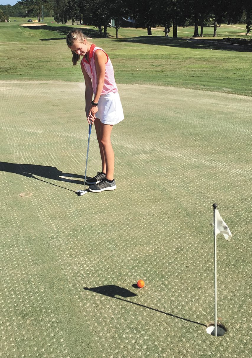 Juleyanna Weatherford practices her putting.