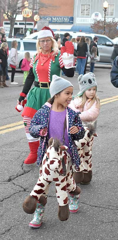 From front to back, Gracie Robertson, Kinslee Robertson and Dawn Ninness greet parade-goers.