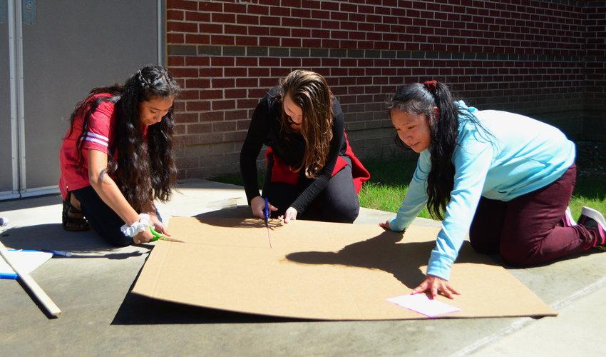 Jasper Jr. High School students work on a STEM activity.