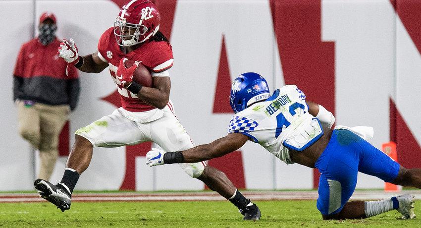 Alabama running back Najee Harris (22) eludes Kentucky inside linebacker Marquez Bembry (42) during their game at Bryant-Denny Stadium in Tuscaloosa. Alabama won 63-3.