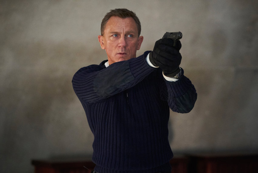 B25_25594_R.James Bond (Daniel Craig) prepares to shoot in .NO TIME TO DIE,.an EON Productions and Metro-Goldwyn-Mayer Studios film.Credit: Nicola Dove.© 2020 DANJAQ, LLC AND MGM.  ALL RIGHTS RESERVED.