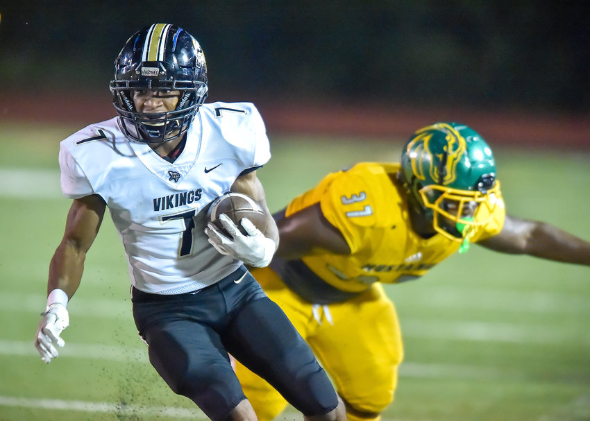 Jasper's Treyvon Stewart (7) rushes against Jackson-Olin Friday night. Stewart totaled 192 yards and two touchdowns in the 52-31 loss.