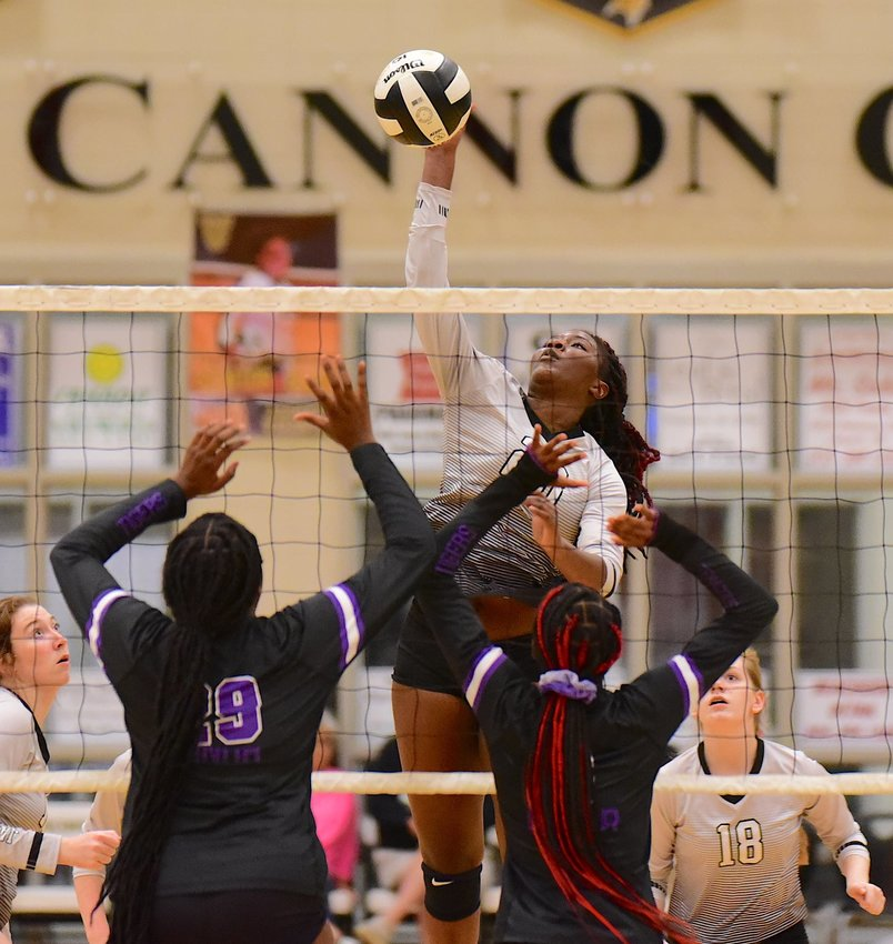 Jasper's Dayion Johnson battles two Minor defenders at the net during their match on Thursday.