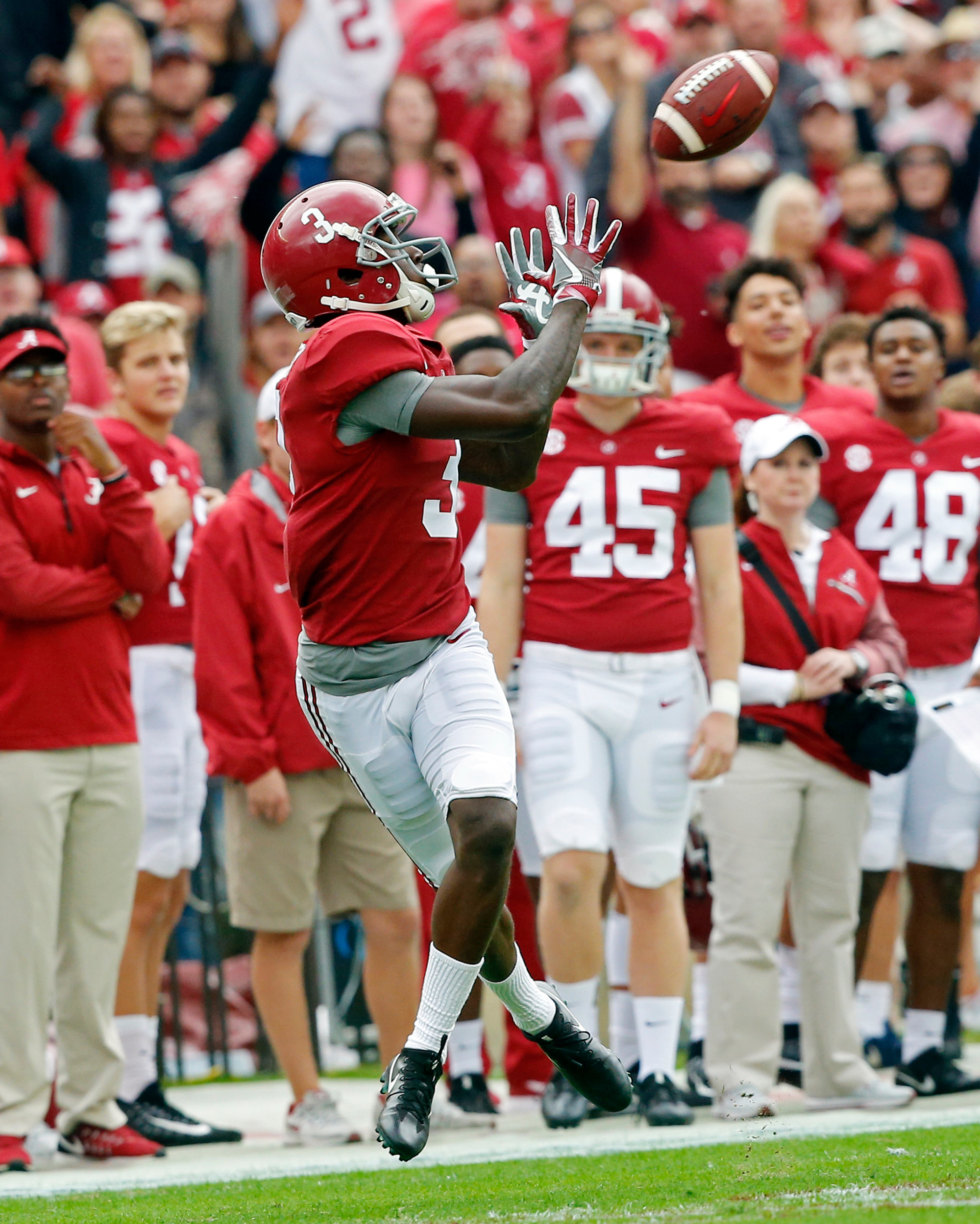 Alabama Crimson Tide wide receiver Calvin Ridley (3) looks to haul in a pass during the 1st half of the game between the Mercer Bears and the University of Alabama Crimson Tide at Bryant-Denny Stadium in Tuscaloosa, Al on 11/18/2017.