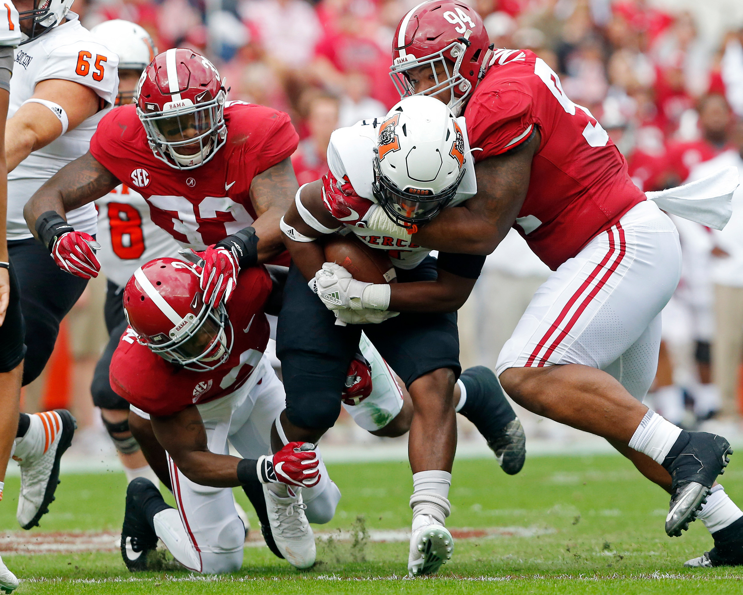 The Alabama defense shut the run game down during the 1st half of the game between the Mercer Bears and the University of Alabama Crimson Tide at Bryant-Denny Stadium in Tuscaloosa, Al on 11/18/2017.