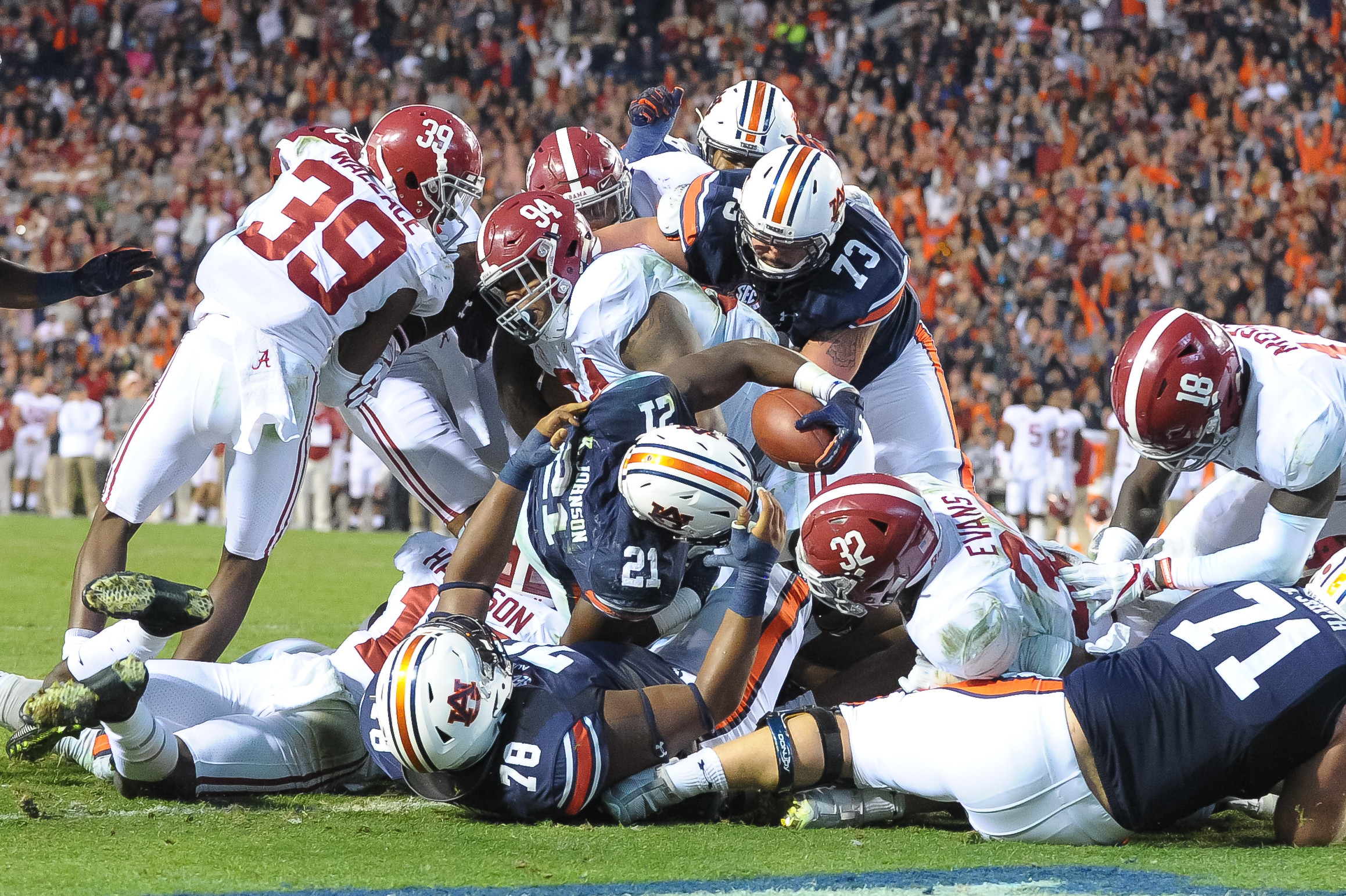 Auburn Tigers running back Kerryon Johnson (21) stretches for a touchdown during the second half of Auburn's 26-14 win over Alabama Saturday, at Jordan-Hare Stadium.
