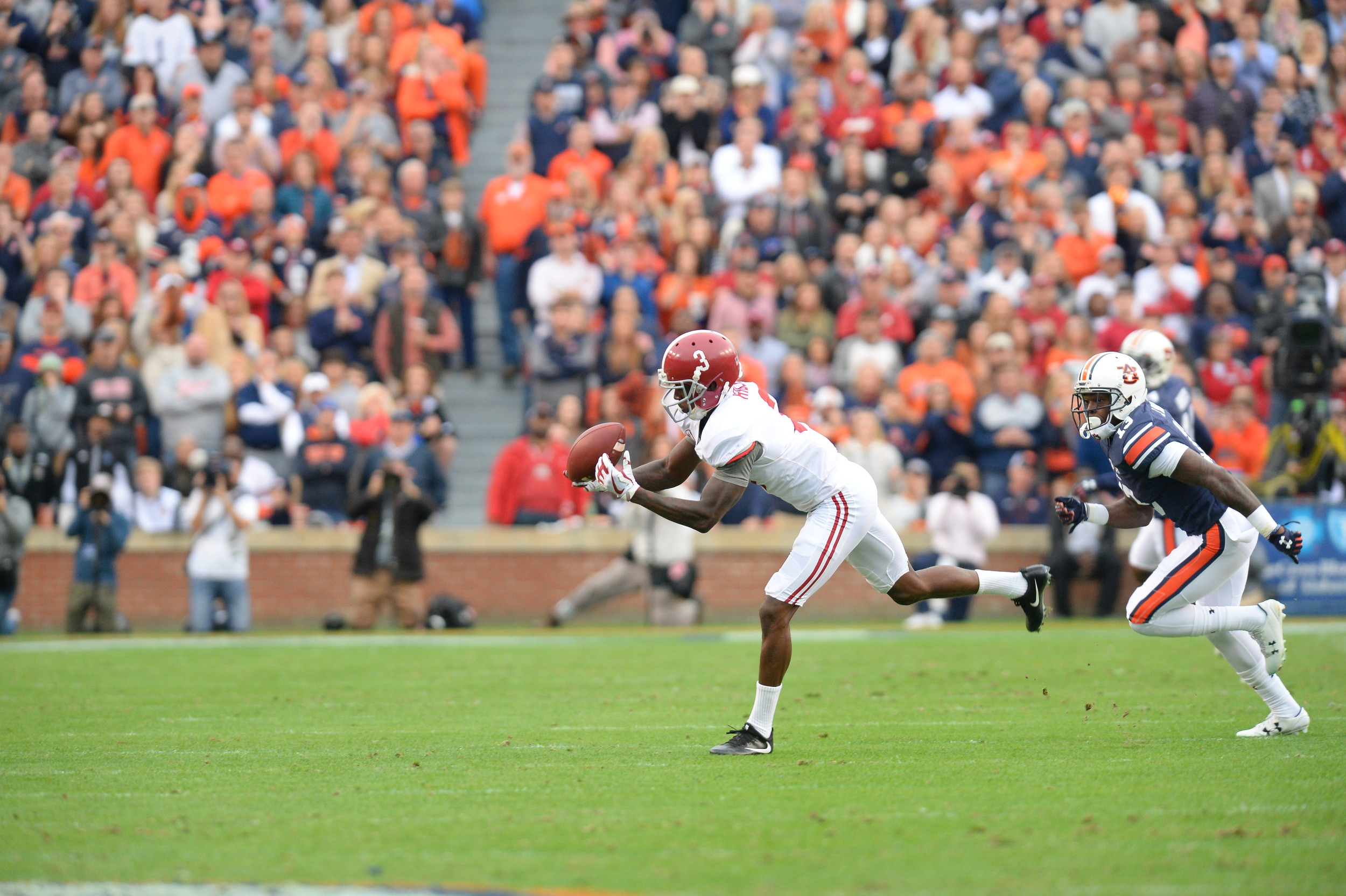 Alabama Crimson Tide wide receiver Calvin Ridley (3) struggles to make the catch in the first half of the NCAA football game between the Alabama Crimson Tide and the Auburn Tigers on Nov. 25, 2017, at Jordan-Hare Stadium in Auburn, Ala. (Photo by Jeff Johnsey)