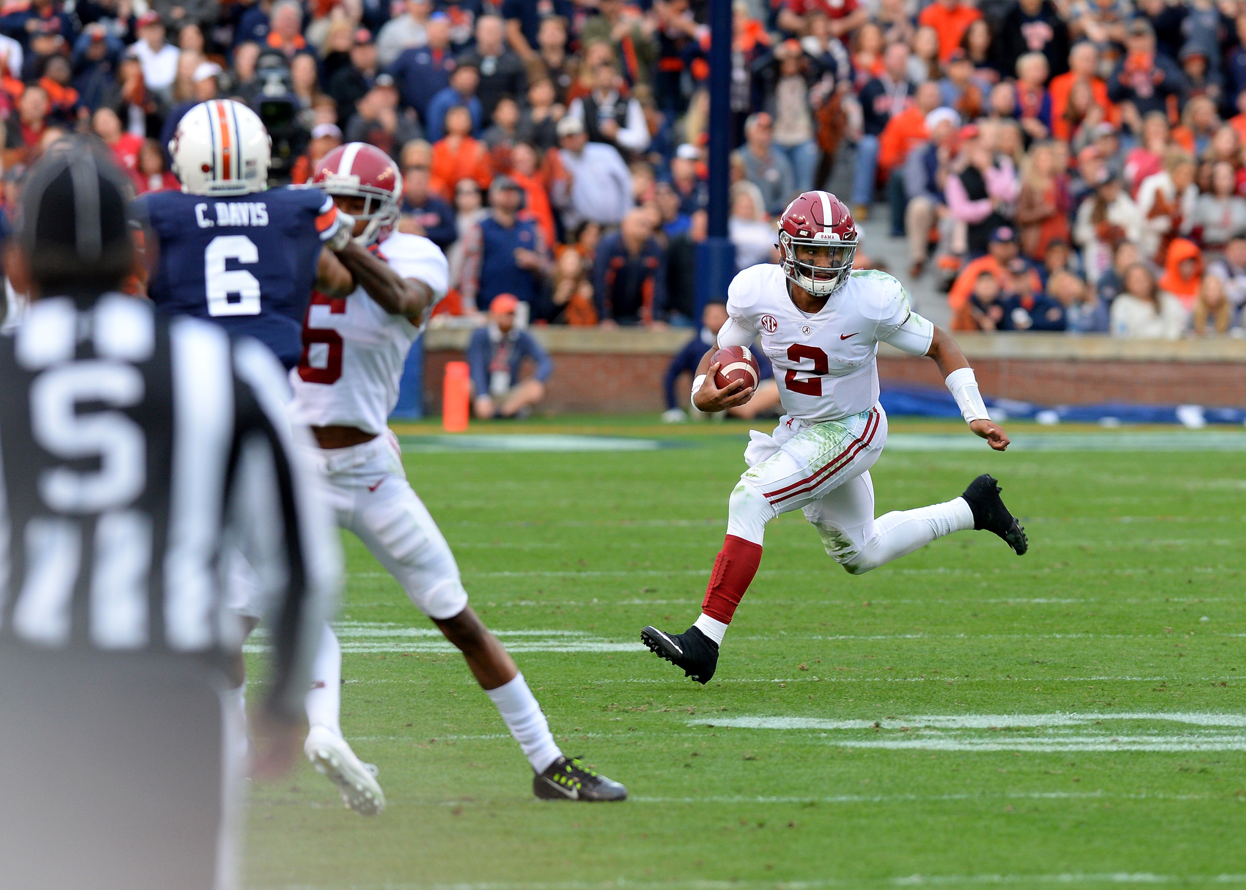 Alabama Crimson Tide quarterback Jalen Hurts (2) with a quarterback keeper in the first half of the NCAA football game between the Alabama Crimson Tide and the Auburn Tigers on Nov. 25, 2017, at Jordan-Hare Stadium in Auburn, Ala. (Photo by Jeff Johnsey)
