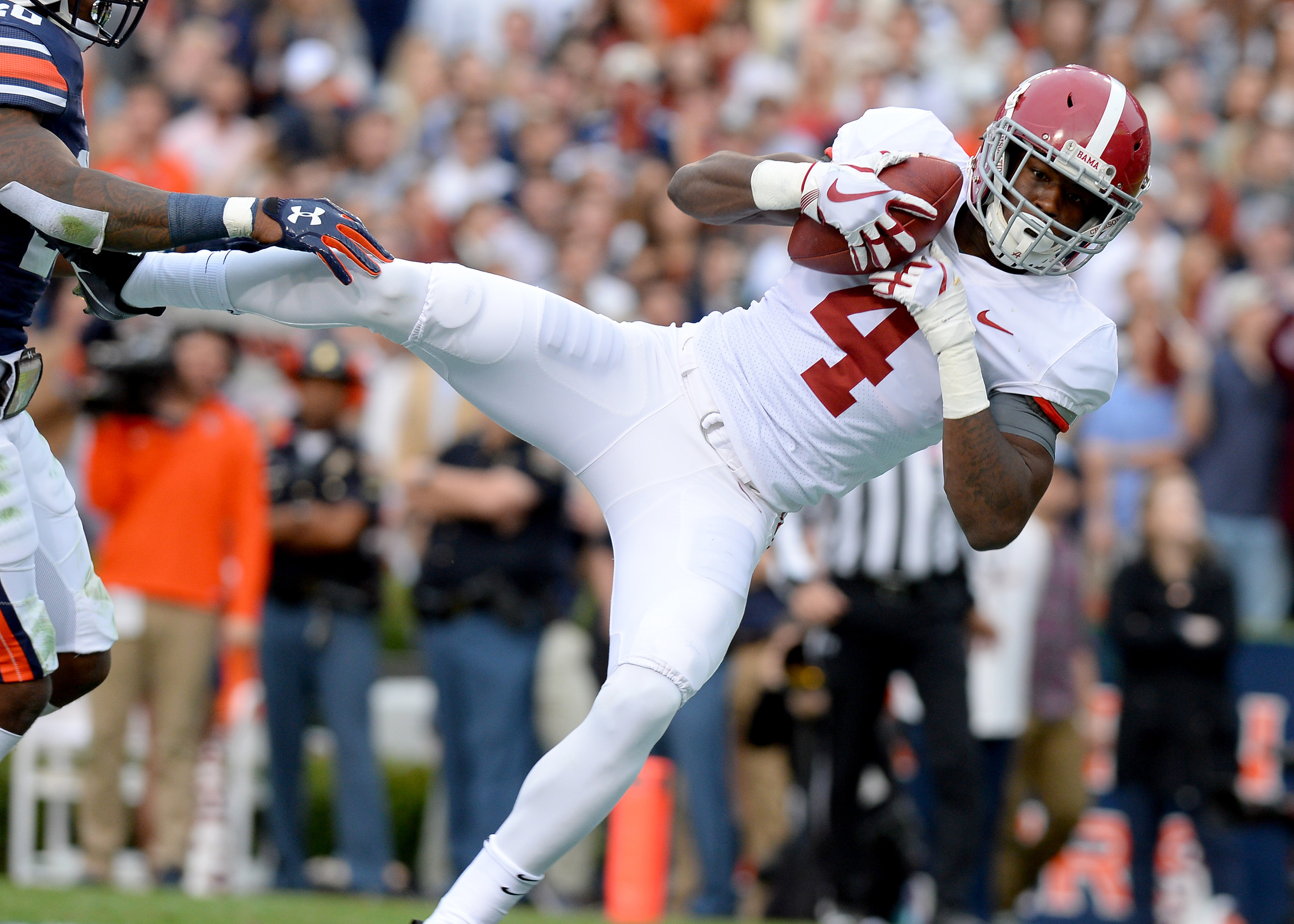 Alabama Crimson Tide wide receiver Jerry Jeudy (4) with a catch and a touchdown in the first half of the NCAA football game between the Alabama Crimson Tide and the Auburn Tigers on Nov. 25, 2017, at Jordan-Hare Stadium in Auburn, Ala. (Photo by Jeff Johnsey)