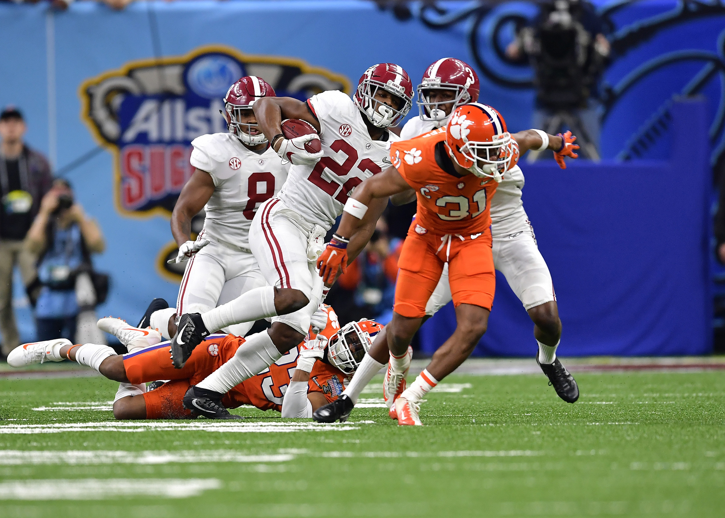 Alabama Crimson Tide running back Najee Harris (22) with a carry in the first half of the 2018 AllState Sugar Bowl on Jan. 1, 2018, at the Mercedes-Benz SuperDome in New Orleans, La. Alabama won the game 24-6. (Photo by Lee Walls)