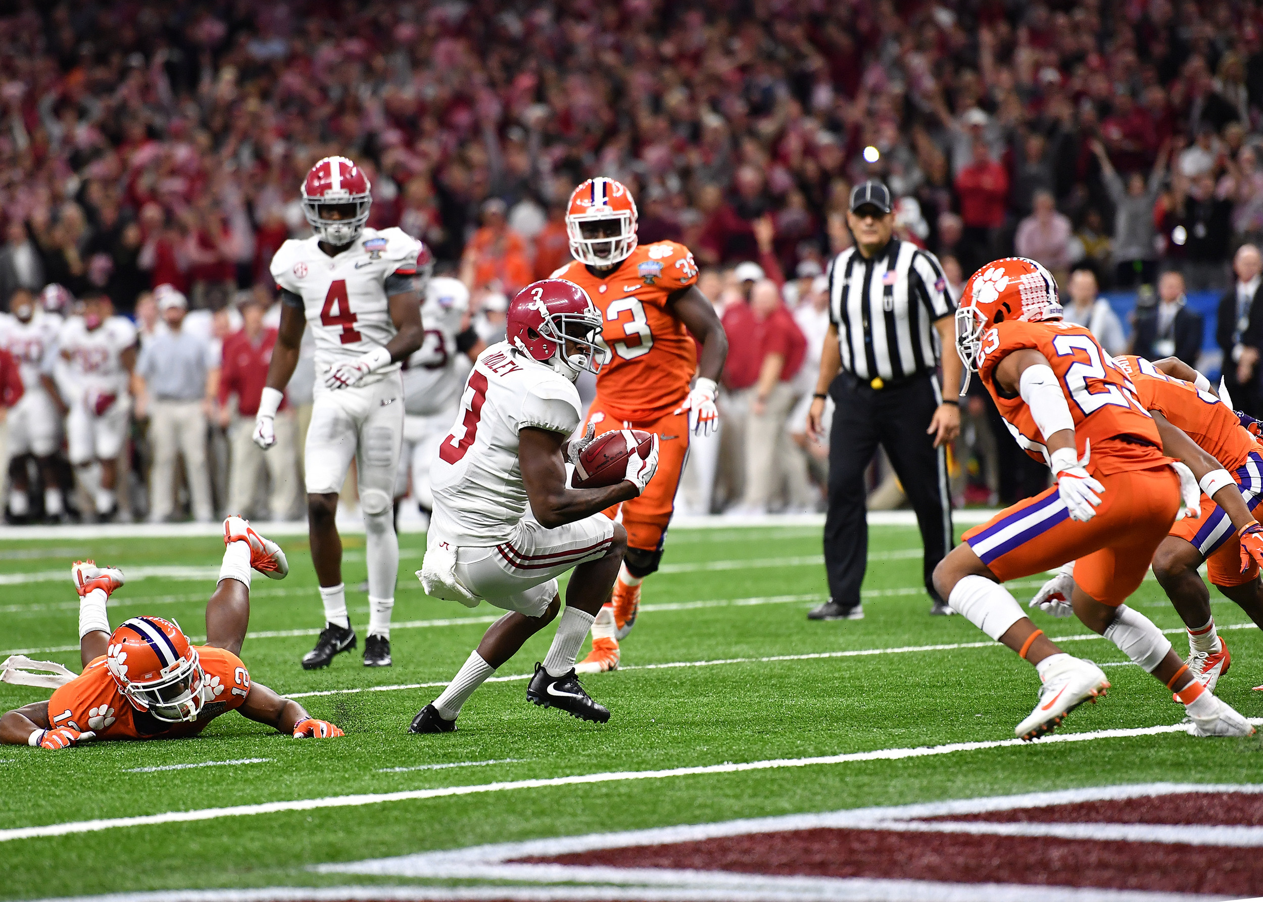 Alabama Crimson Tide wide receiver Calvin Ridley (3) looks for an opening to the end zone in the second half of the 2018 AllState Sugar Bowl on Jan. 1, 2018, at the Mercedes-Benz SuperDome in New Orleans, La. Alabama won the game 24-6. (Photo by Lee Walls)