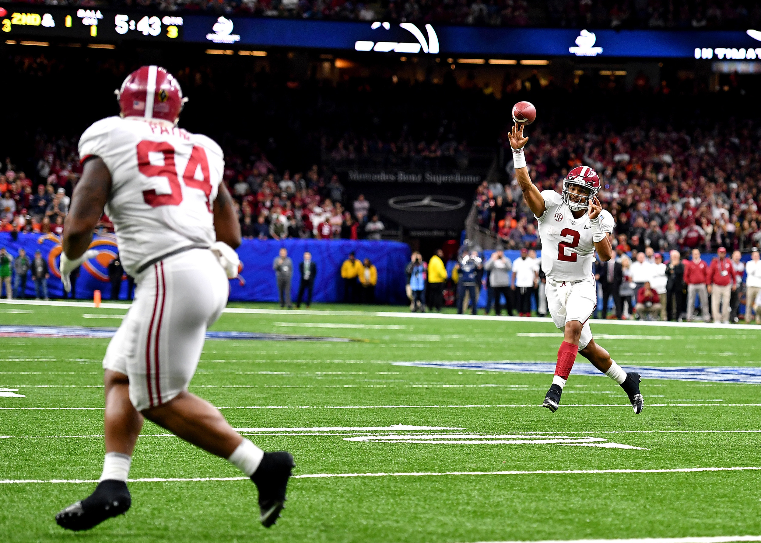 Alabama Crimson Tide lineman Da'Ron Payne (94) prepares to catch the pass from quarterback Jalen Hurts (2)  during the second half of the 2018 AllState Sugar Bowl on Jan. 1, 2018, at the Mercedes-Benz SuperDome in New Orleans, La. Alabama won the game 24-6. (Photo by Lee Walls)