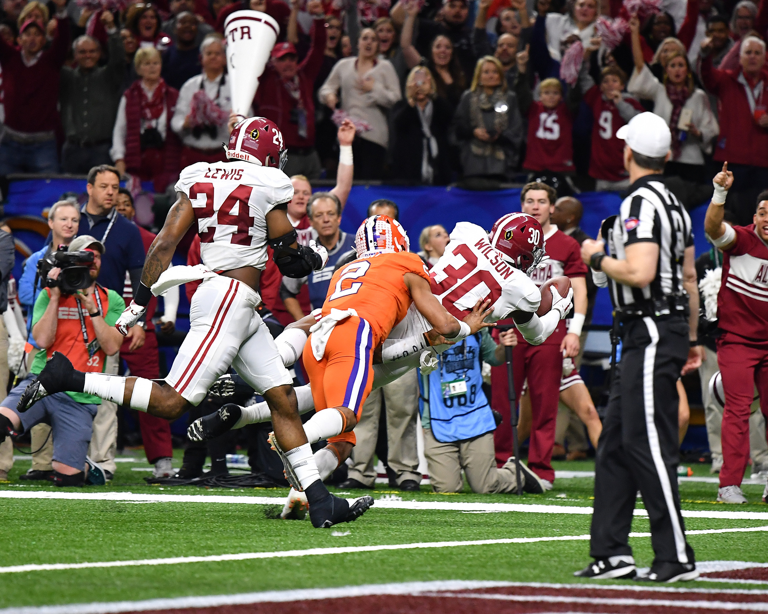 Alabama Crimson Tide linebacker Mack Wilson (30) intercepts a pass and runs it in for a touchdown in the second half of the 2018 AllState Sugar Bowl on Jan. 1, 2018, at the Mercedes-Benz SuperDome in New Orleans, La. Alabama won the game 24-6. (Photo by Lee Walls)