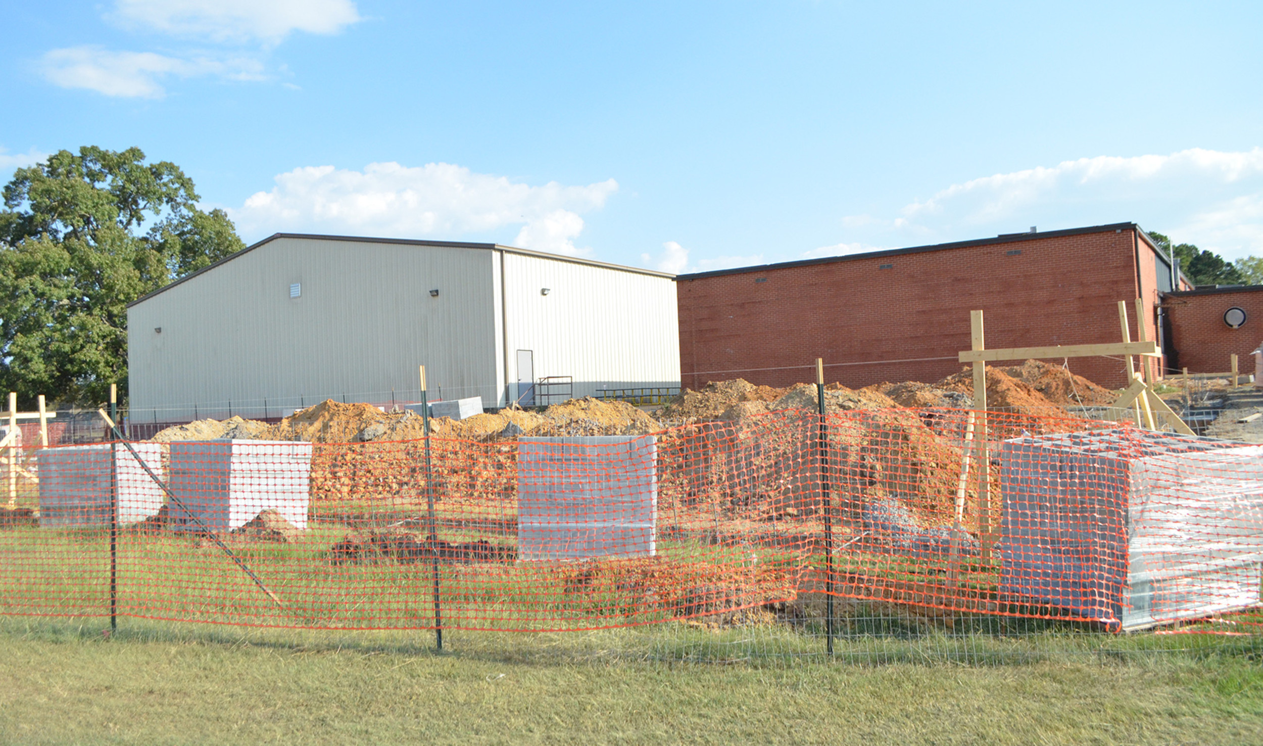 Construction projects are beginning at Oakman High School and Curry Elementary/Middle schools. Oakman is set to get a new lunchroom in the coming months, while Curry students will see an extension of their current lunchroom and additional classrooms.  Daily Mountain Eagle - Nicole Smith
