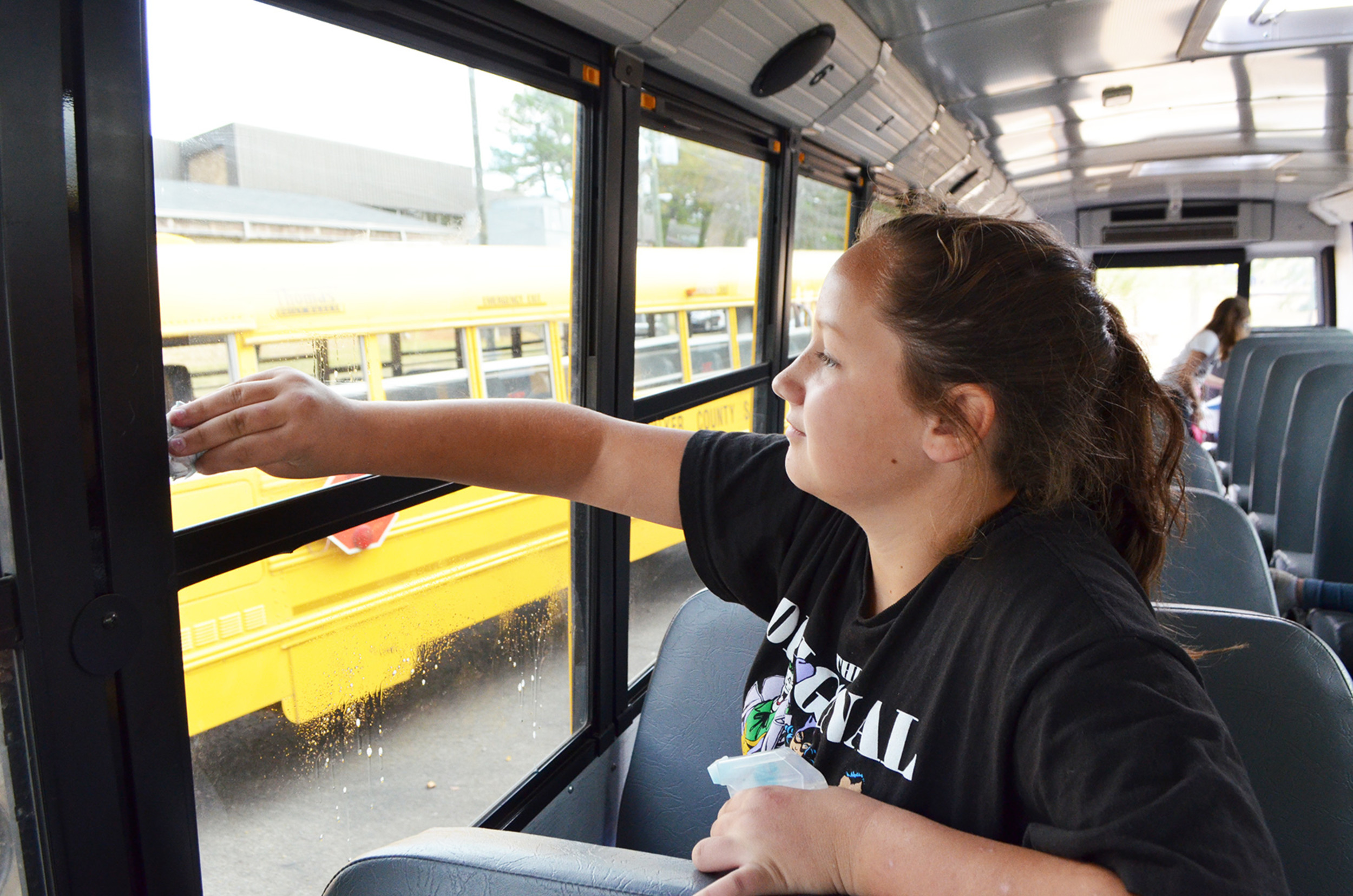 Seventh grade students at Sumiton Middle School cleaned the inside of school buses on Friday and treated bus drivers to coffee, hot chocolate and snacks.   Daily Mountain Eagle - Nicole Smith