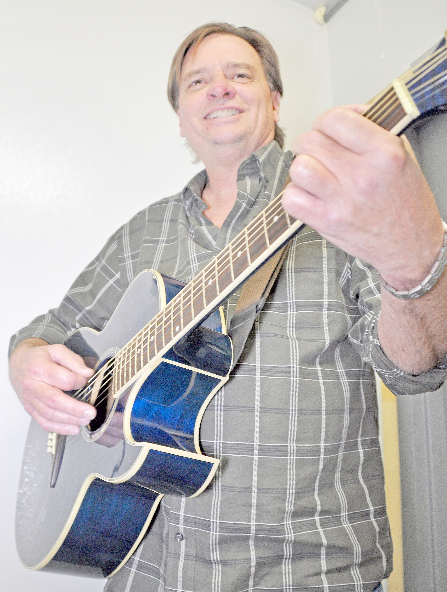 Musician Jeff Parnell tunes up for a show. Daily Mountain Eagle - Dale Short